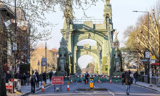 Hammersmith Bridge closed to traffic